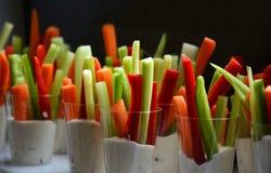 Bocados de las verduras en yogur Fotos de archivo libres de regalías