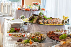 Bocados en la tabla de banquete Foto de archivo