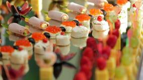 Bocados originales en el banquete de la boda para las huéspedes metrajes