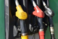 Bocais coloridos velhos da bomba no posto de gasolina fotografia de stock royalty free