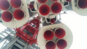 Bocal de foguete do espaço A nave espacial é ficada situada na plataforma de lançamento video estoque