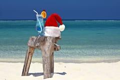 Bocal dell'acqua tonica è su una spiaggia Fotografie Stock