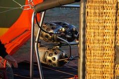 Bocal e cesta do balão de ar que encontram-se para baixo inflando Foto de Stock Royalty Free