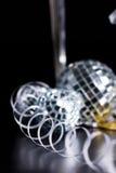 Bocals de plata y decoración serpentina Foto de archivo