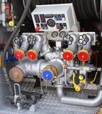 bocas automáticas grandes de la bomba en coche de bomberos Imagen de archivo