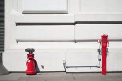 Boca de incendios roja Imagen de archivo libre de regalías