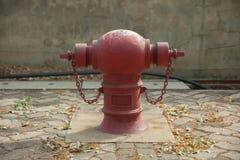 Bocas de riego de fuego rojo Fotos de archivo