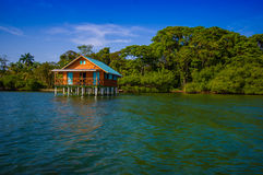 BOCAS DEL TORO, PANAMÁ - 23 DE ABRIL DE 2015: De madera Foto de archivo