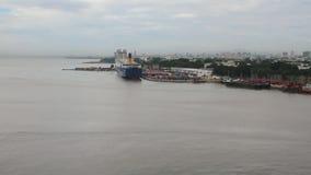 Bocca del fiume di Ozama e del porto del carico Santo Domingo, Repubblica dominicana stock footage