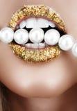 Bocca del foglio di oro con le perle Fotografia Stock Libera da Diritti