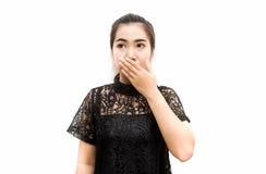 Bocca della copertura della donna dell'Asia con la sua mano sull'isolato su Fotografia Stock Libera da Diritti