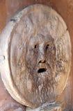 Bocca della Verita fotografujący od pochylonego w Rzym Italy Zdjęcia Stock