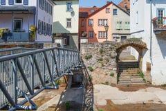 Bocca di Bach di Ellerbach a Bad Kreuznach e vista di vecchia CIT Immagine Stock Libera da Diritti