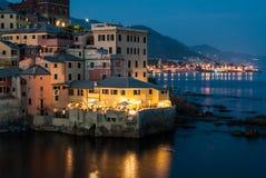Boccadasse, Seebezirk von Genua, während eines Sommerabends Lizenzfreies Stockfoto