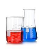Boccetta chimica con i tubi del blu di una prova di laboratorio dentro Fotografia Stock Libera da Diritti