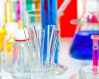 Boccetta scientifica chimica della provetta del roba del laboratorio Fotografie Stock Libere da Diritti