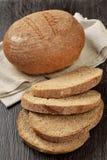 Bochenek banatka otrębiasty chleb z plasterkami Obraz Stock