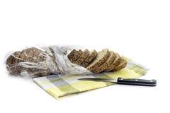 Bochenek chleb na biały tle obrazy royalty free