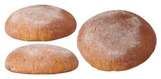Bochenek okręgu brązu chleb odizolowywający na bielu obraz royalty free