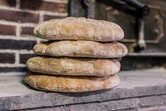 Bochenek ostatnio robić w tradycyjnego stylu palenia piekarniku chleb zdjęcia stock