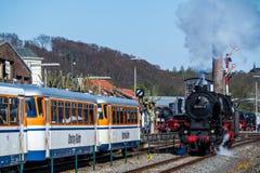 Bochum Tyskland - April 18 2015: Ångadrev som passerar stationen i Dahlhausen Arkivbilder