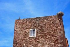 Bociany na miasto bramy budynku, Silves, Portugalia Obraz Royalty Free