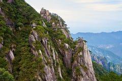 Bockvägen längs klippan arkivfoto