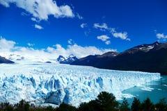 Boczny i podwyższony widok Perito Moreno lodowiec fotografia stock