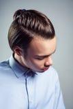 Boczny odgórnego widoku portret młody człowiek z odgórną kępki fryzurą Obrazy Royalty Free