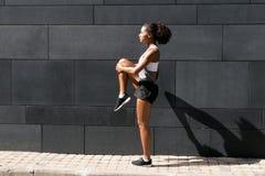 Boczny widok żeńska atleta Obrazy Stock