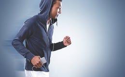 Boczny widok amerykanina afrykańskiego pochodzenia jogger, szarość obrazy royalty free