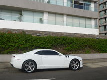 Boczny widok biały kolor Chevrolet Camaro SS Obraz Stock