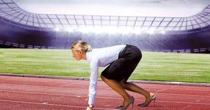 Boczny widok bizneswoman na bieg śladach Obraz Royalty Free