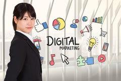Boczny widok bizneswoman z cyfrowymi marketingowymi grafika Obrazy Royalty Free