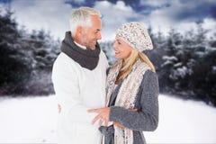 Boczny widok czule starsza pary pozycja przy polem podczas zimy Obrazy Stock