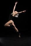 Boczny widok dancingowa kobieta w bodysuit Obraz Stock