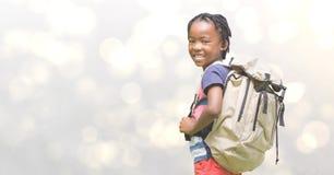 Boczny widok dziewczyny przewożenia plecak Zdjęcia Stock