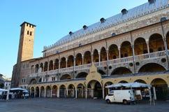 Boczny widok Palazzo Della Ragione od piazza Delle Erbe w Padua, Włochy zdjęcie royalty free