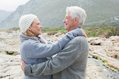 Boczny widok romantyczna starsza para Fotografia Royalty Free