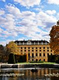 Boczny widok Schönbrunn pałac Zdjęcia Royalty Free