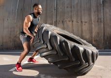 boczny widok skoncentrowany amerykanin afrykańskiego pochodzenia sportowiec fotografia stock