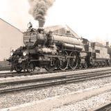 Boczny widok staromodna parowa lokomotywa Zdjęcia Stock