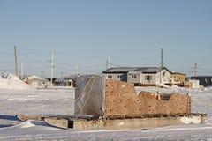 Boczny widok tradycyjny Inuit ładunku Komatik w Arviat stylu w Kivalliq regionie lub sanie Fotografia Stock