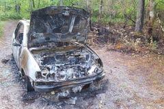 Boczny widok zaniechana oparzenie out samochodowa lewica na stronie droga z kapiszon opuszczać otwartym exposé palił silniki zdjęcia royalty free
