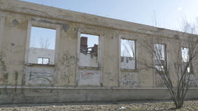 Boczny widok zaniechany budynek zbiory