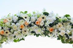 Boda adornada en la disposición de la boda de playa Imagen de archivo