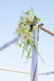 Boda adornada en la disposición de la boda de playa Imágenes de archivo libres de regalías