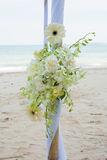 Boda adornada en la disposición de la boda de playa Imagenes de archivo