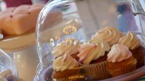 Boda de la barra de caramelo, comida fría del caramelo, barra de caramelo deliciosa en una boda metrajes