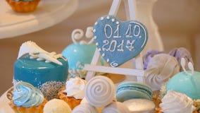 Boda de la barra de caramelo, comida fría del caramelo, barra de caramelo deliciosa en una boda almacen de metraje de vídeo